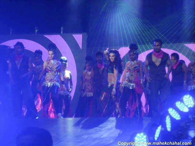 Bipasha Basu Live Dance at Super Fight League
