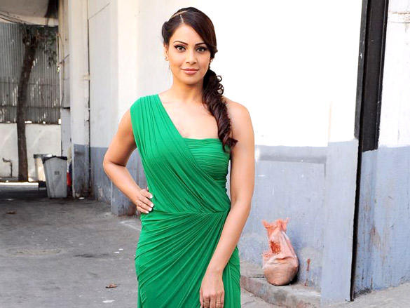 Bipasha Basu looks very hot in green color dress