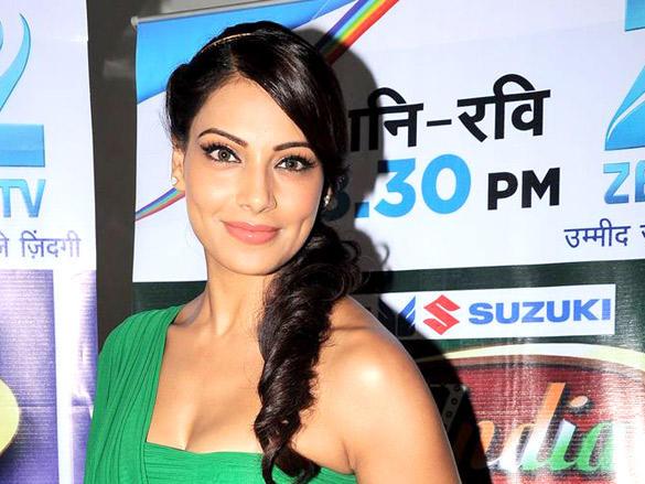 Bipasha Basu with sweet smile pics