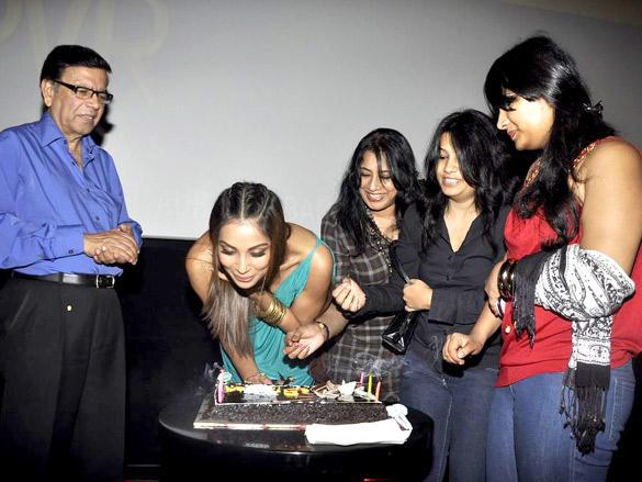 Bipasha Basu Celebrates her 33 Birthday with her Family