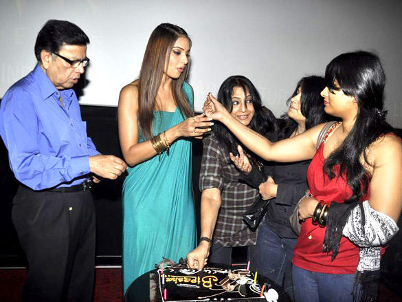 Bipasha Basu Celebrates her 33 Birthday with her parent's and sister's at PVR