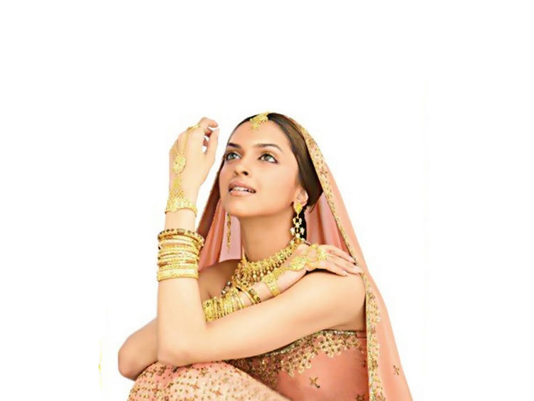 Bolly Beauty Deepika Padukone Still