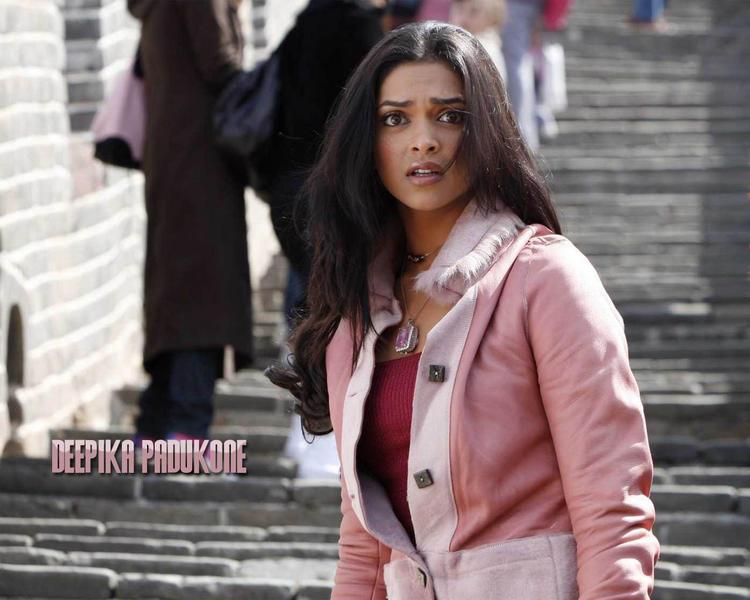 Bollywood Beauty Queen Deepika Padukone Wallpaper