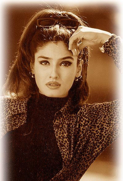 Bollywood Diva Raveena Tandon Wallpaper