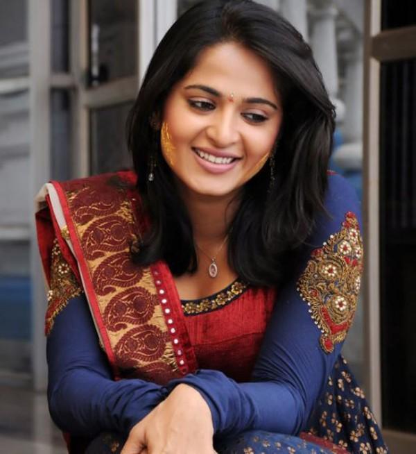 Bollywood Girl Anushka Shetty Sweet Face Still