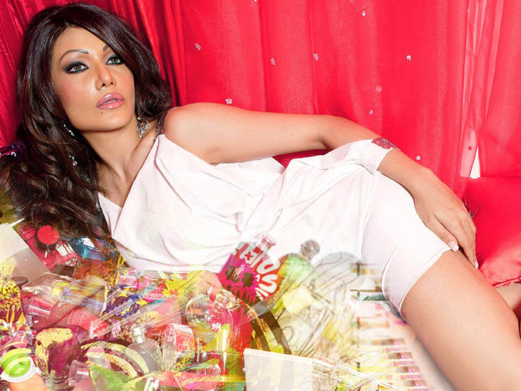 Bollywood Glam Beauty Koena Mitra Wallpaper