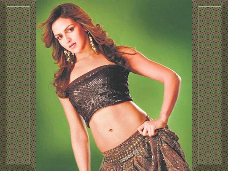 Bollywood Glam Girl Esha Deol Wallpaper