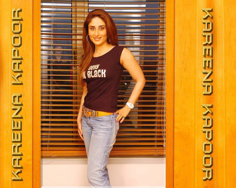 Bollywood Hot Babe Kareena Kapoor Wallpaper