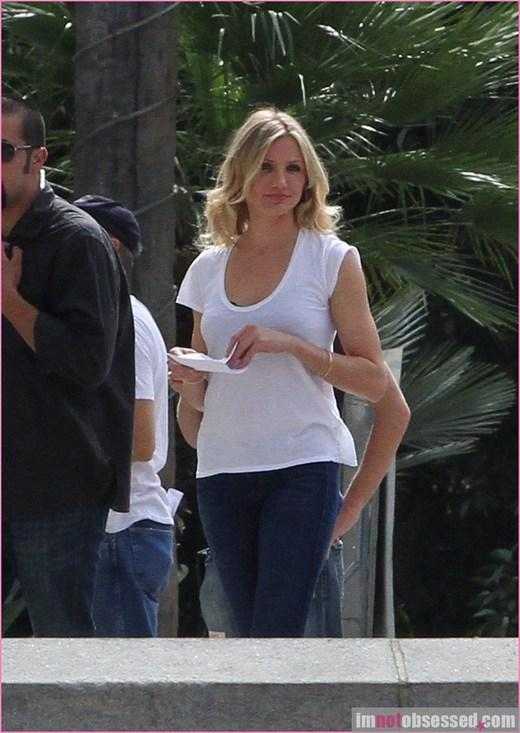 Cameron Diaz Looks Sizzling With White Tops