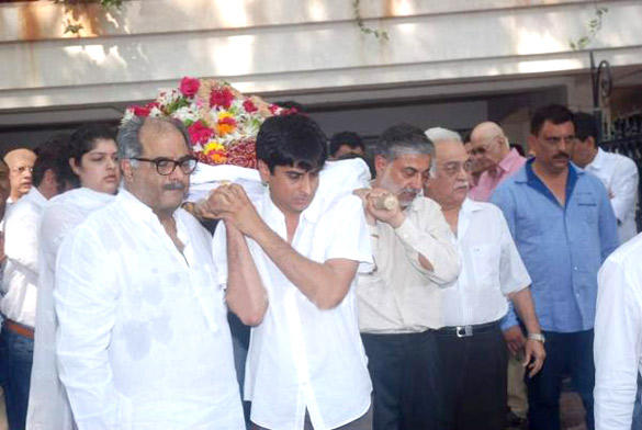 Celebrities Gathered To Pay Their Last Respects To Mona Kapoor