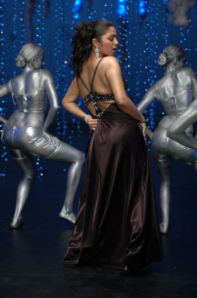Charmi Kaur Sexy Back Exposing Dance Still