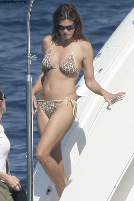 Cindy Crawford Showing Her Sexy Things