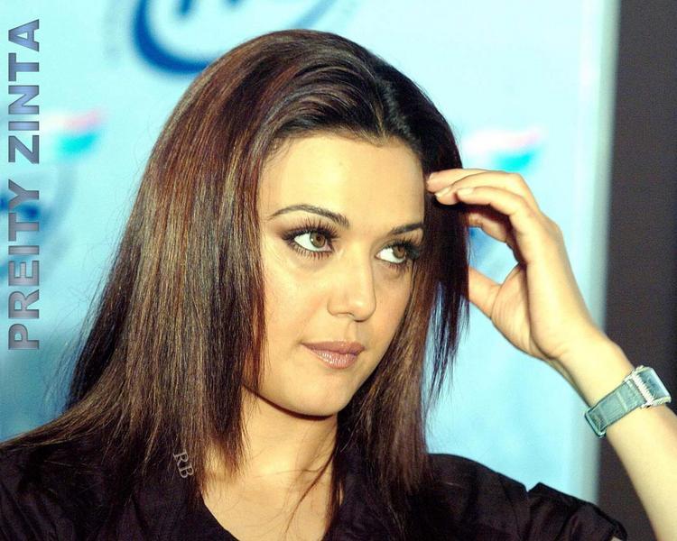 Cute Bollywood Actress Preity Zinta Wallpaper