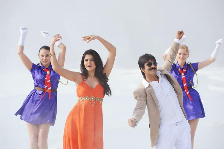 Dancing step of Ravi Teja,Deeksha Seth in Telugu cinema Nippu