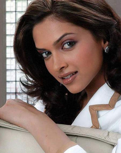 Deepika Padukone Aarakshan Movie Wallpaper