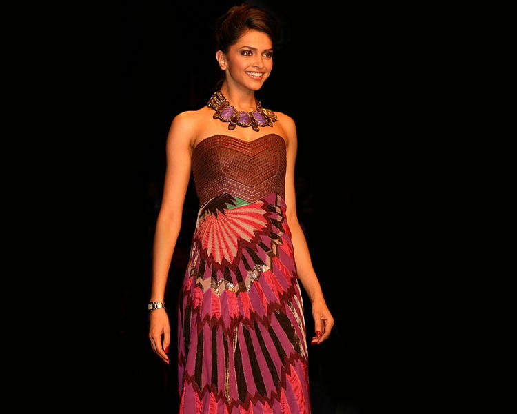 Deepika Padukone Amazing Dress Gorgeous Wallpaper