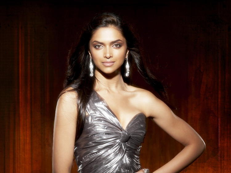 Deepika Padukone Awesome Glamour Face Still