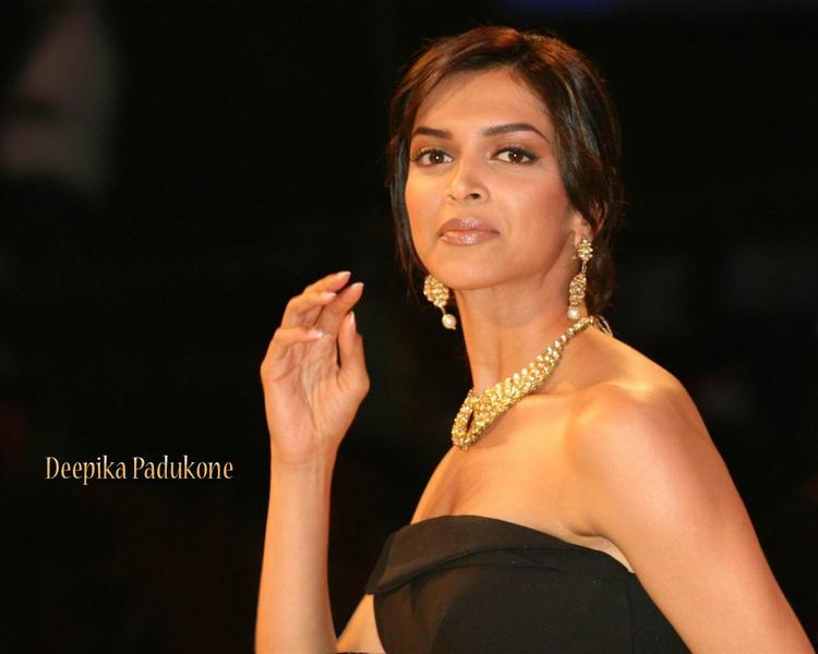 Deepika Padukone Cute Close Up Pic