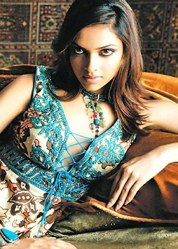 Deepika Padukone Hot Romantic Look Photo Shoot