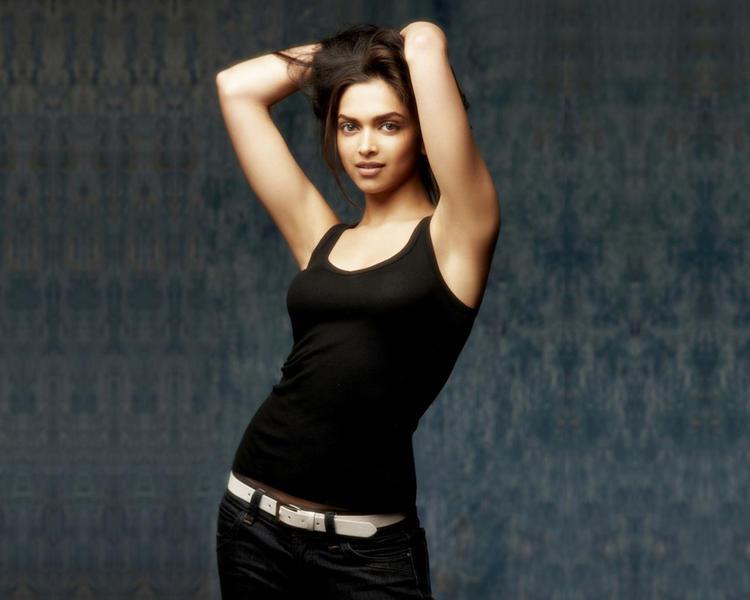 Deepika Padukone Hot Sexy Wallpaper