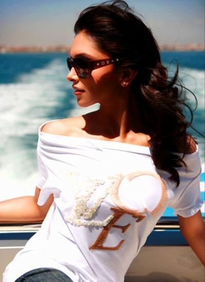 Deepika Padukone Hot Stylist Stunning Pic