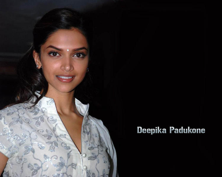 Deepika Padukone Nice Face Look Wallpaper