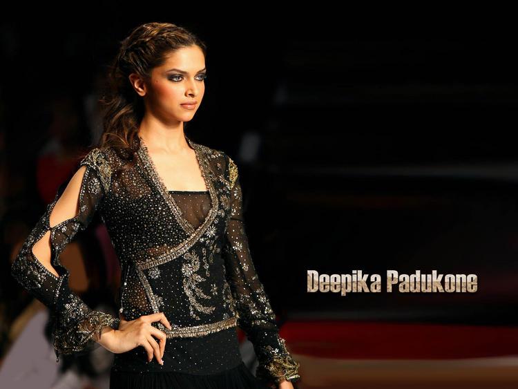 Deepika Padukone Ramp Walk With Hot Dress