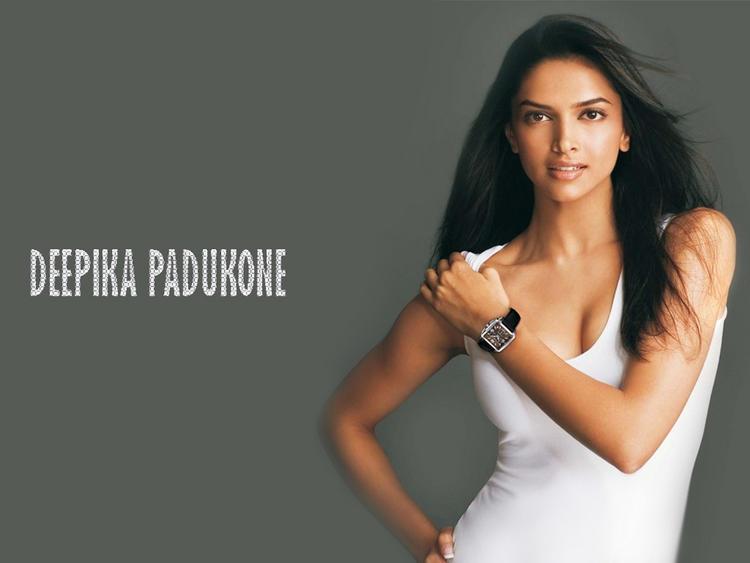 Deepika Padukone Romantic Look Hot Scene Wallpaper