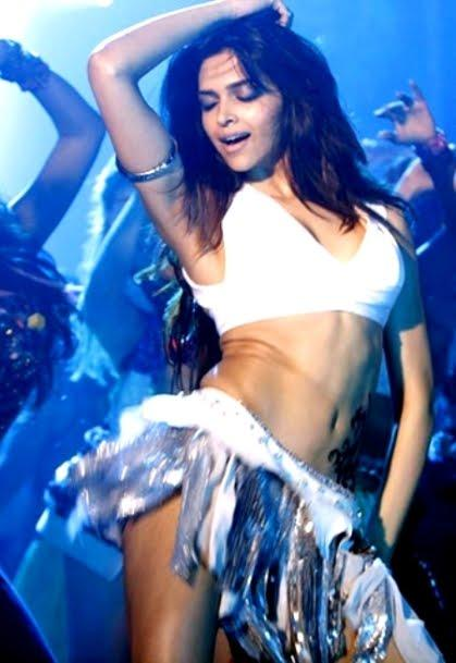 Deepika Padukone Sexy Dance Still in Dum Maro Dum