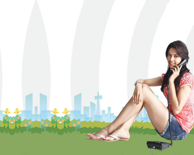 Deepika Padukone Sexy Milky Legs Pic
