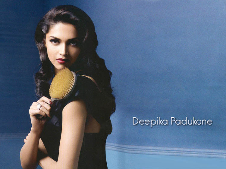 Deepika Padukone Sizzling Hot Awesome Face Look