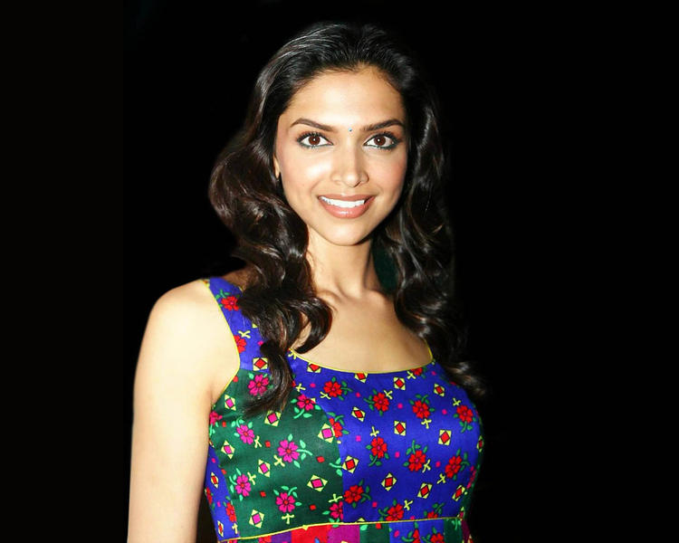 Deepika Padukone Smilling With Dimple Beauty