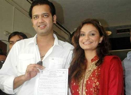 Dimpy and Rahul Mahajan Beauty Smile Pic