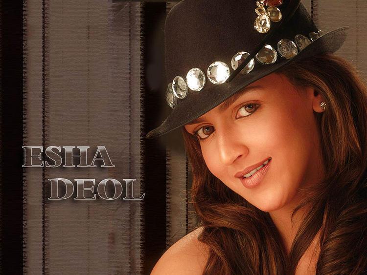 Esha Deol Sweet Look With Hat