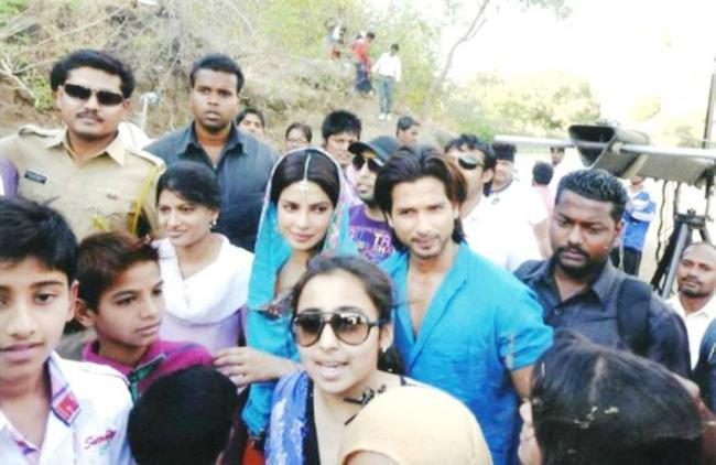 Exclusive Shahid Kapoor and Priyanka Chopra on the sets of Teri Meri Kahaani