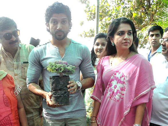 Farhan Akhtar plants a tree with Shaina NC latest photo