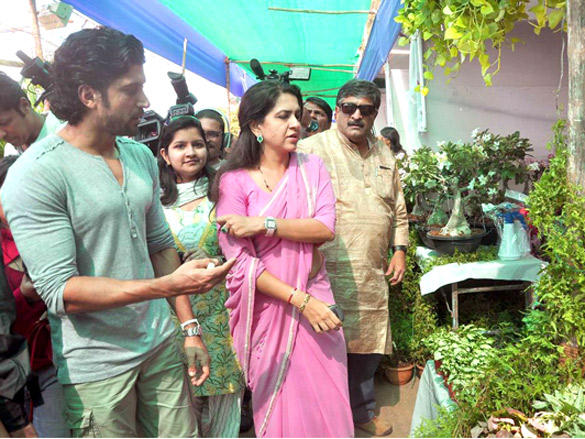 Farhan Akhtar plants a tree with Shaina NC latest wallpaper
