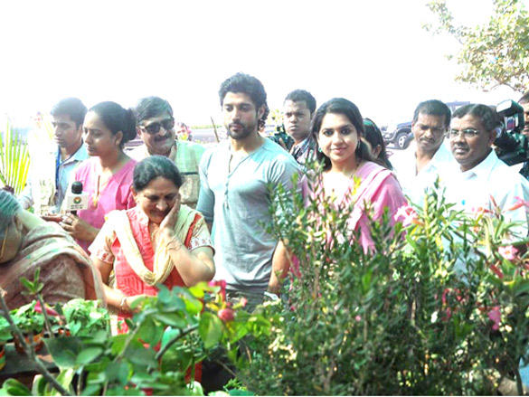 Farhan Akhtar with Shaina NC plants a tree