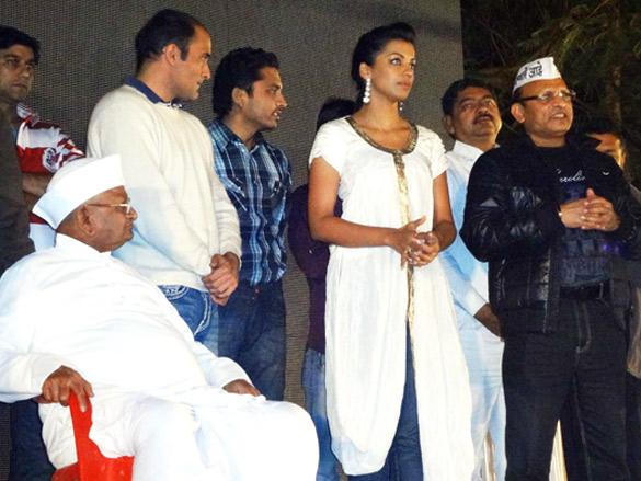 Gali Gali Chor Hai Special screening held for Anna Hazare