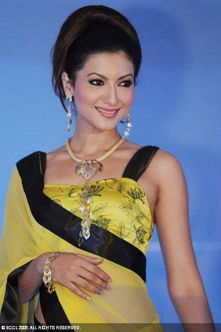 Gauhar Khan Beautiful Yellow Saree Wallpaper