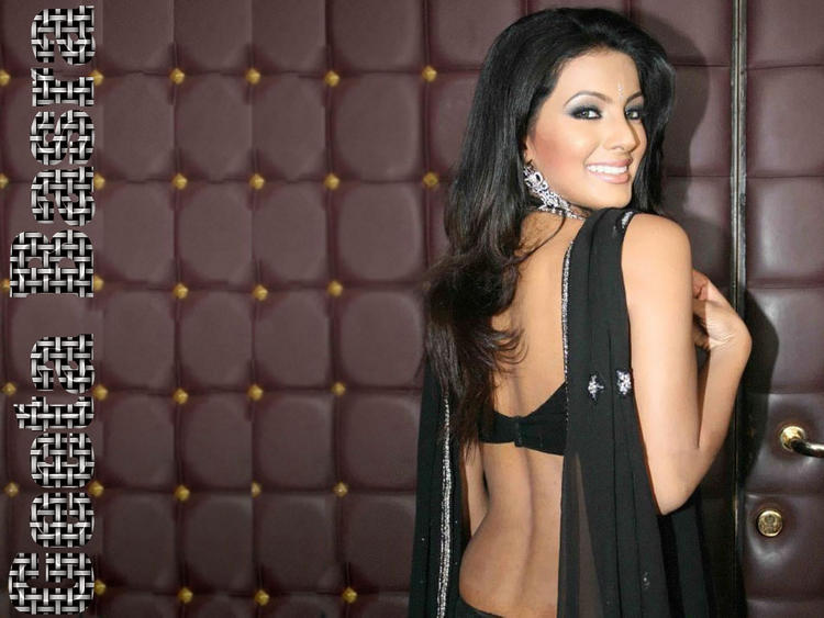 Geeta Basra Backless Beauty in Black