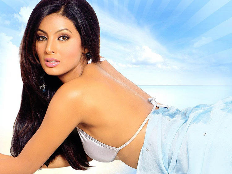 Geeta Basra - Backless Beauty in Blue