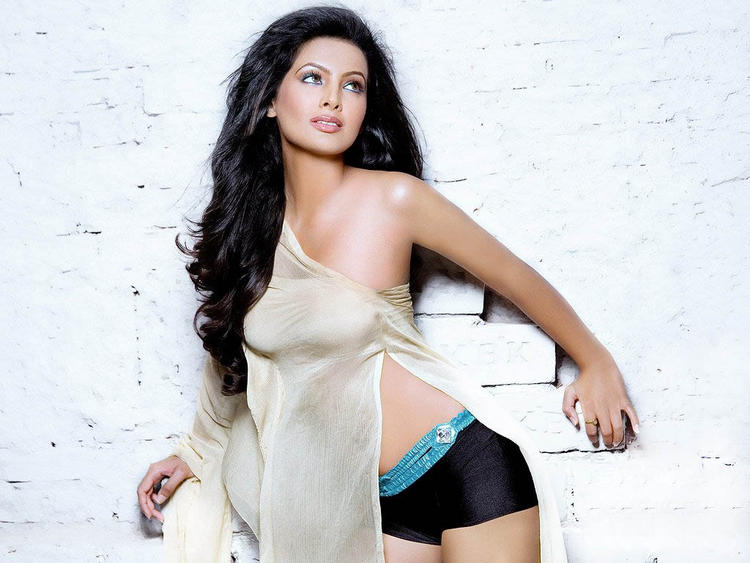 Geeta Basra Hot Sexy Item Girl
