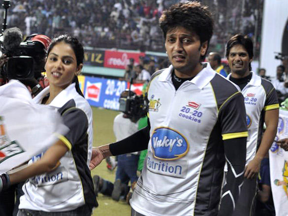 Genelia Dsouza with Riteish Deshmukh at CCL 2 match