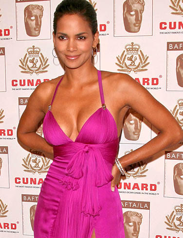 Halle Berry Sexy Glamour Cleavages Still