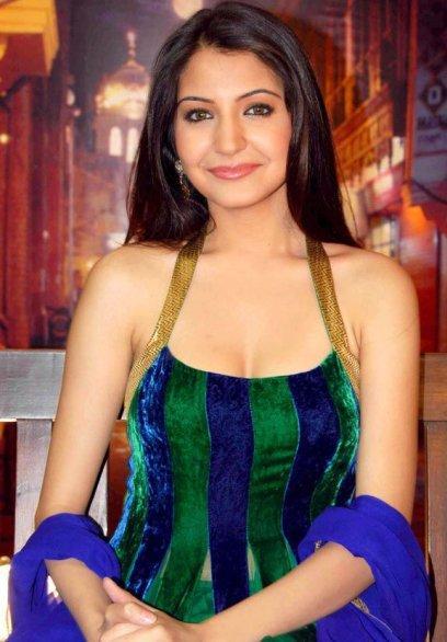 Hot Anushka Sharma Looks So Beautiful
