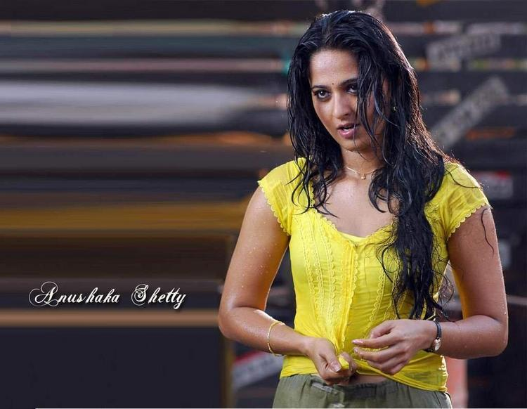 Hot Anushka Shetty Super Sexy Look Wallpaper
