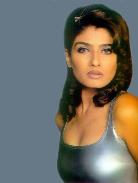 Hot Bolly Beauty Raveena Tandon Wallpaper