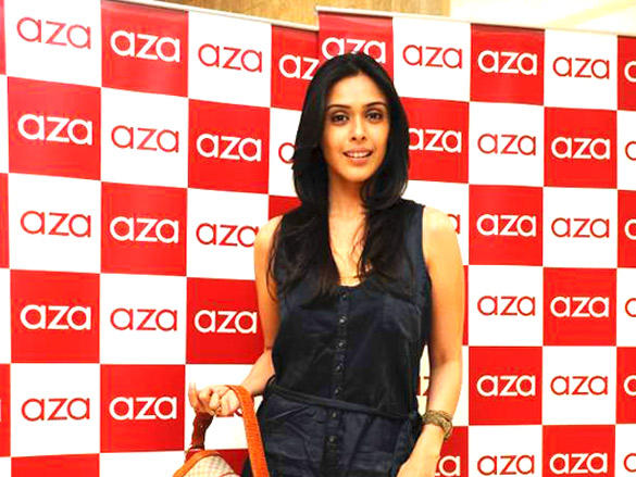 Hrishita Bhatt at Neeta Lulla's designs showcase at Aza