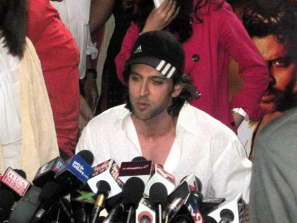 Hrithik Roshan Responds to journalist's questions